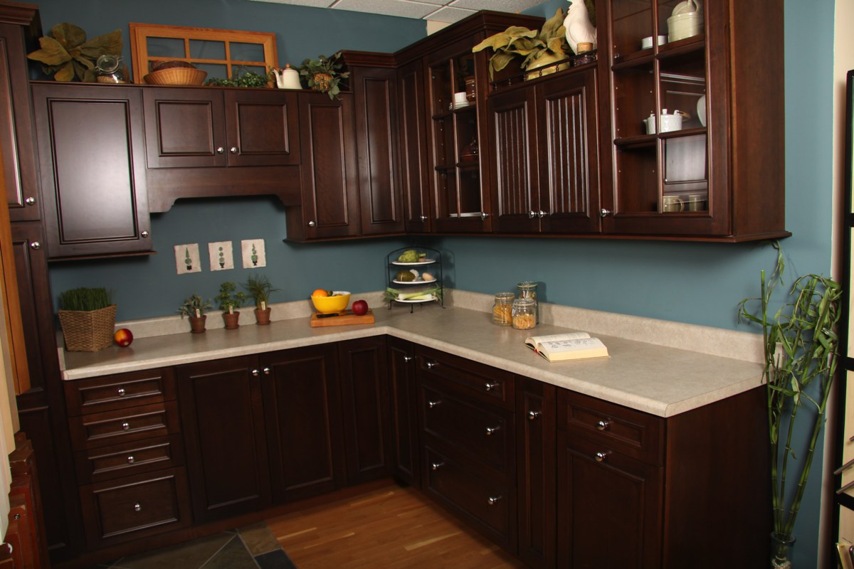 Custom cabinet and furniture makers in Kansas