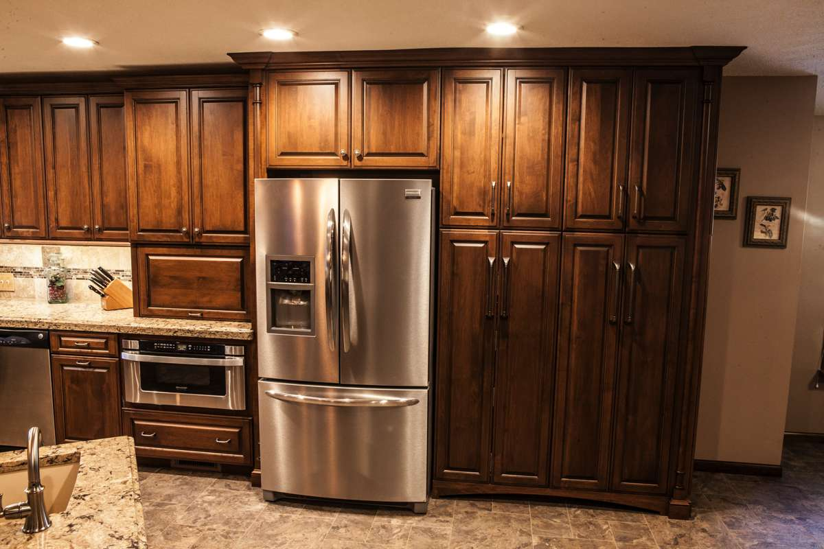Designing kitchen cabinets in Kansas