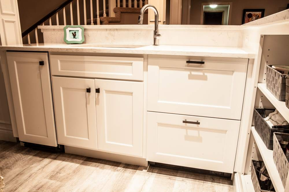 Flat-front cabinets in Dodge City